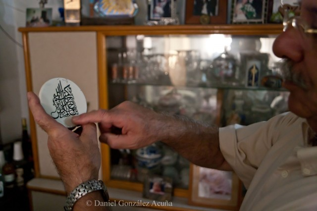 Platillo de porcelana decorado por Adel