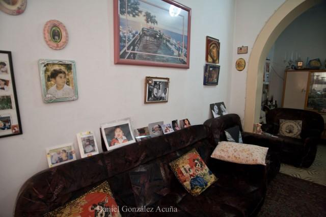Salón con las fotos de familia