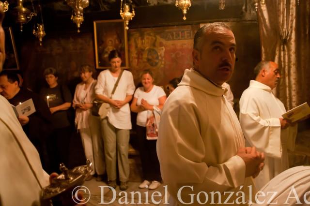 Procesión de los franciscanos en la gruta de la Natividad