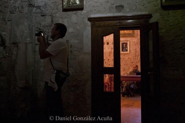 Turista y monje ortodoxo
